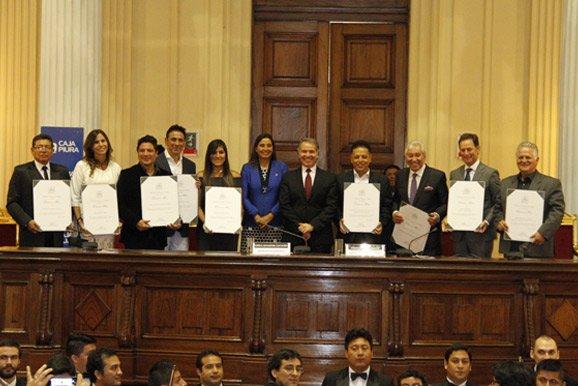 Congreso de la República reconoce labor de principales artistas nacionales