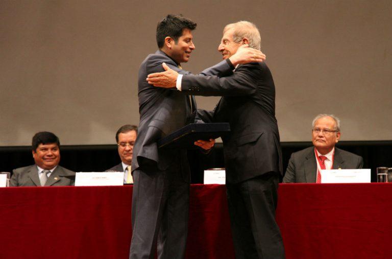 Ingeniero Guido del Castillo premiado por la Cámara Minera del Perú