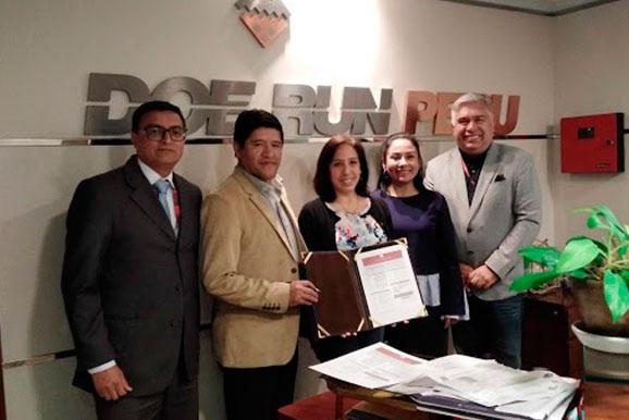 Firma de agremiación de la empresa Minera Doe Run, representada por el gerente de Logística, Eloy León, a la Cámara Minera del Perú.
